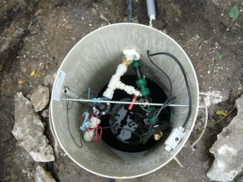 Automatické dopouštění  jímky  z vodovodního řádu – ovládané hladinovým hlídáním